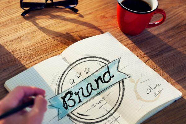 caderno com desenho de marca