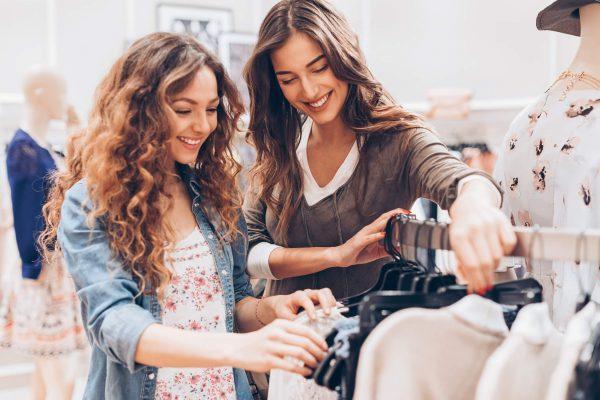 mulheres fazendo compras