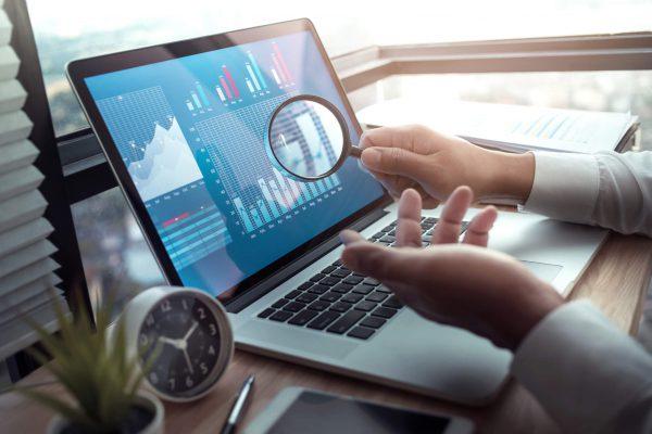 data driven marketing em imagem no computador